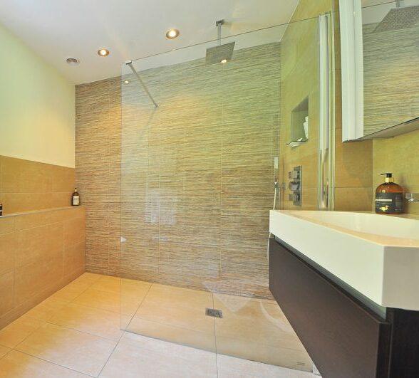 Trennwand in der Dusche